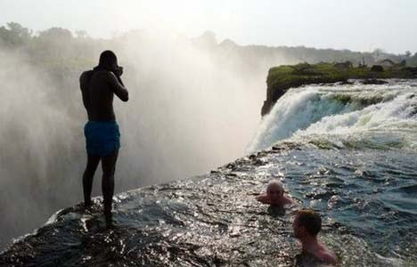 16 pools that will blow your mind for Devils swimming pool victoria falls